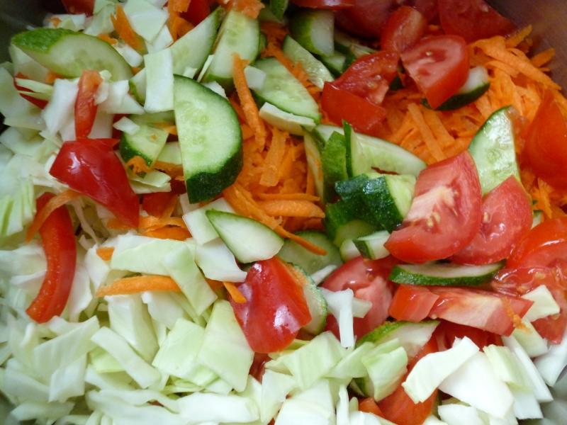 Больше масла в салате для усвоения витаминов