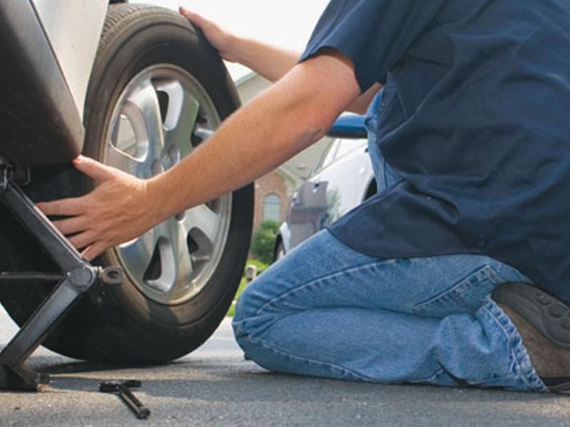 Как поменять колесо?